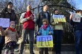 """Demonstracja przed konsulatem Rosji w Poznaniu. """"Putin stop!"""" [ZDJĘCIA]"""