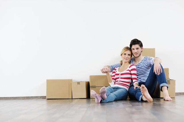 """Mieszkanie """"pod klucz"""" to lokal gruntownie wykończony, gotowy do odbioru i umożliwiający natychmiastowe zamieszkanie. Gotowe kuchnie i sprzęt AGD charakteryzują mieszkania deweloperskie """"pod klucz"""", które są w najwyższym standardzie wykończenia. Warto bowiem wiedzieć, że często deweloperzy dzielą mieszkania """"pod klucz"""" na wersje cenowe: podstawową, rozszerzoną i premium."""