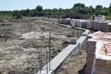 Trwa budowa cmentarza komunalnego w Końskich. Widać już jego zarys [ZDJĘCIA]
