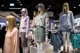Wielkie letnie wyprzedaże w popularnych sieciówkach odzieżowych i obuwniczych. Promocje nawet do 70%. Sprawdź, gdzie zaoszczędzić