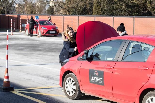 Zmiany w egzaminach na prawo jazdy 2020. Co się zmieni od stycznia? Kursanci będą zadowoleni!
