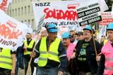 """Związkowcy """"Solidarności"""" protestowali w Luksemburgu przeciwko wyrokowi TSUE ws. kopalni Turów"""
