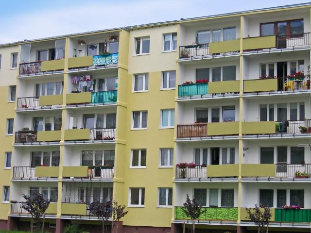 Blok mieszkalnyW Bielsku Podlaskim nie buduje się nowych mieszkań.