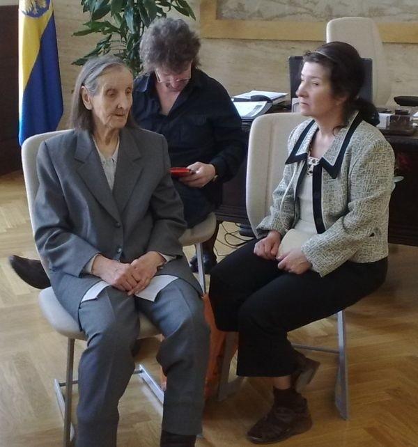Antoni Stańczuk wraz z matką i siostrą okupują gabinet.