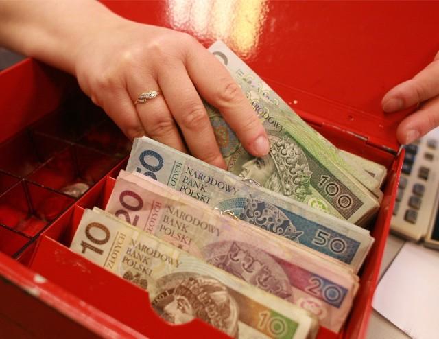 Wzrost płacy minimalnej dla niektórych osób oznacza wyższą podstawę, od której nalicza się zasiłek.