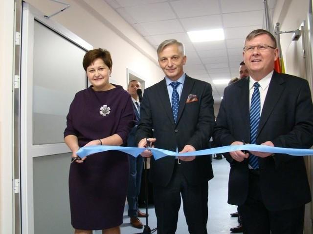 W otwarciu oddziałów wzięli udział m.in. dyrektor szpitala Sabina Bigos-Jaworowska, starosta Marcin Niedziela i marszałek województwa Witold Kozłowski