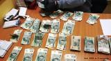 Oszust wyłudził 100 tys. zł. Wpadł w Cieszynie. Policjanci odzyskali gotówkę starszej kobiety