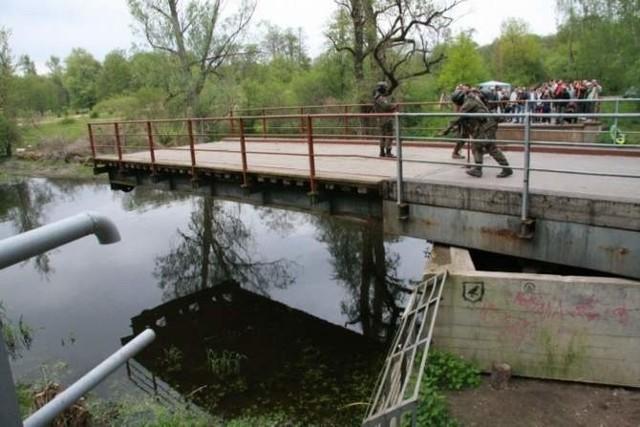 Unikalny, obrotowy most w Starym Dworku