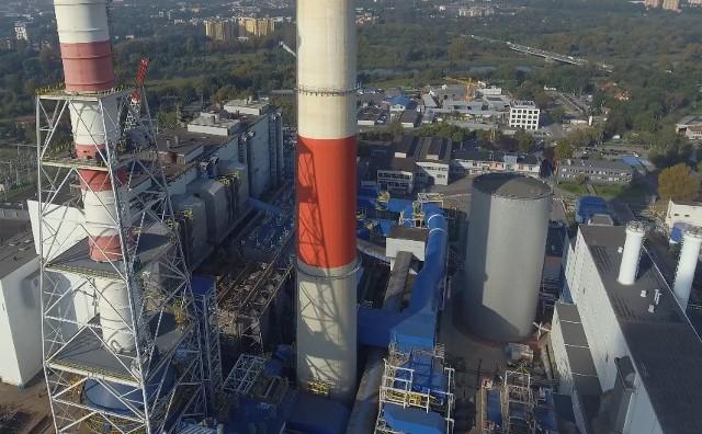 Akumulator ciepła w PGE Energia Ciepła gromadzi nadwyżkę produkcji ciepła, a oddaje ją przy większym niż planowano zapotrzebowaniu. Może on zgromadzić blisko 1000 Gcal, co oznacza, że w przypadku odstawienia wszystkich urządzeń produkcyjnych elektrociepłownia może w niezakłócony sposób realizować dostawy ciepła w okresie letnim przez jedną dobę