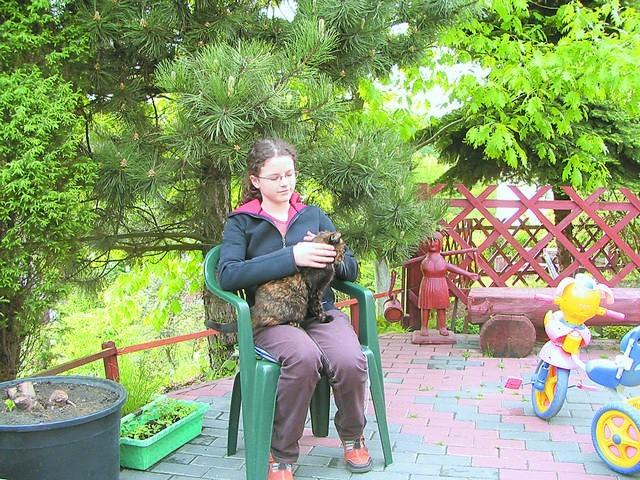 Alicja Przystup z kotką Sonią