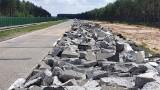 Tak powstaje autostrada Wrocław - Berlin. Rzeka kruszonego betonu po rozbiórce [ZDJĘCIA]