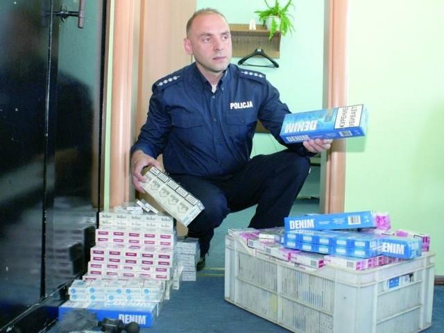 – W środę zarekwirowaliśmy na suwalskim bazarze papierosy z przemytu warte ok. 11 tys. złotych – mówi Krzysztof Kapusta.