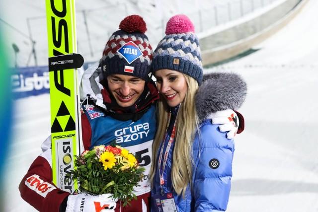 Kamil Stoch wraz z żoną Ewą mieszkają we wspaniałym pałacu. Zobaczcie zdjęcia na kolejnych slajdach galerii