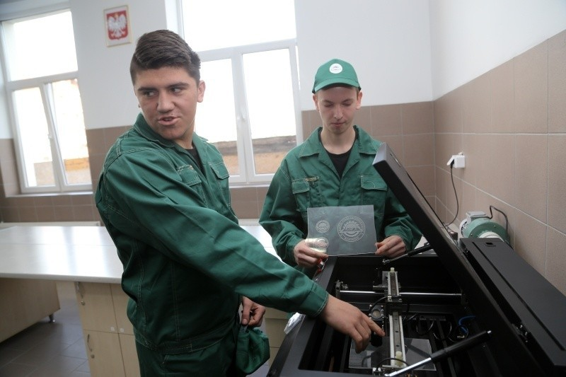 Dawid Witosławski (z lewej) i Kamil Tołcz dopiero uczą się...
