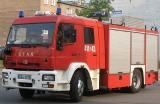 Paliła się skoda przy Strycharskiej. 2 zastępy strażaków w akcji