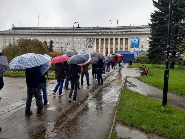 Mimo niedopisującej pogody, chętnych nie brakuje - nawet spoza Wrocławia.