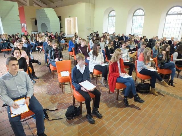 """W konkursie """"Orła WRONa nie pokona"""" wystartowało 28 uczniów, z dziewięciu szkół powiatu starachowickiego"""