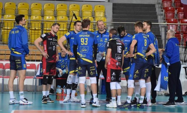 Siatkarze Stali byli o krok od wygrania meczu w Warszawie.