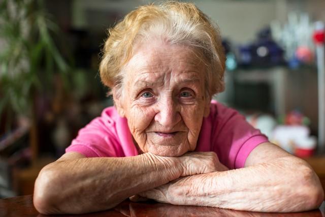 Babcia Plus. Nowe świadczenie dla emerytów? Opinie eksperta