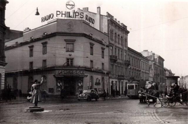 """W 1938 gmach zmodernizowano według projektu Fryderyka Tadaniera i nazwano """"Scala"""". Było to najbardziej eleganckie kino Krakowa. / lata 40."""