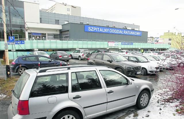 Parking przed Szpitalem Wojewódzkim nr 2 w Rzeszowie.