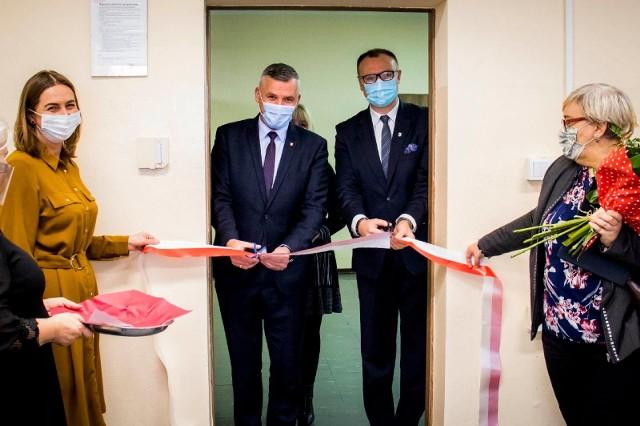 Oficjalnego otwarcia dokonali Rafał Rajkowski, wicemarszałek województwa mazowieckiego (z lewej) oraz Kamil Dziewierz, wójt gminy Jedlińsk (z prawej).