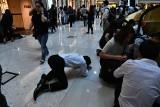 Hongkong: Protesty przybierają na sile. Policja strzela ostrą amunicją do uczestników demonstracji [WIDEO]