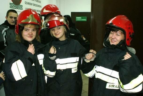 Klasa mundurowa z XVI LO u strażaków