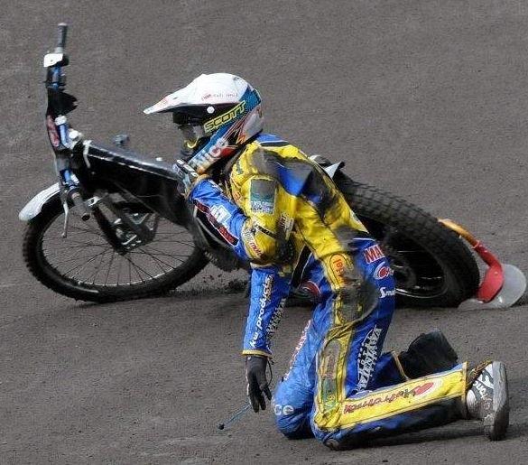 Przemysław Pawlicki zaczął od upadku w I wyścigu. Ale potem - jak cała gorzowska drużyna - wstał z kolan i w pięknym stylu zawojował z kolegami toruńską Motoarenę.