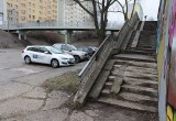 Radom. Nowa kładka nad ulicą Osiedlową, ale schody stare. Miasto i spółdzielnia planują dalsze remonty [zdjęcia]
