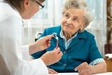 Pandemia uderzyła w środowisko seniorów. Przemysł senioralny ma problemy