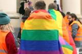 """Uchwały samorządów o """"ideologii LGBT"""". Pełnomocnik rządu odpowiada Komisji Europejskiej"""