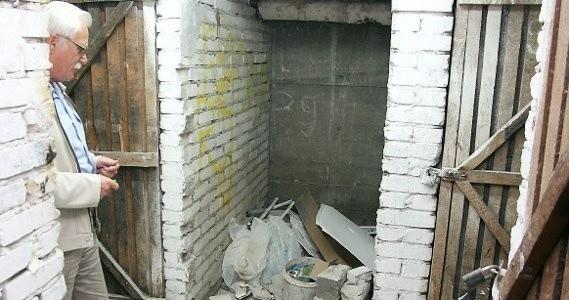 - Taki bałagan zrobili monterzy, pracujący na zlecenie firmy wynajmującej pralnię i suszarnie