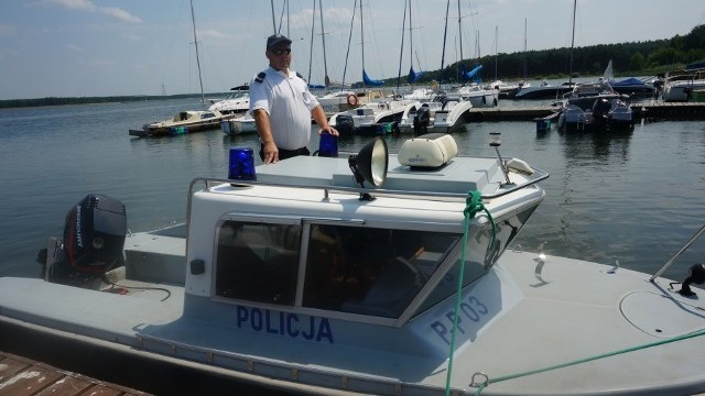Trzech mieszkańców Częstochowy wpadło do zalewu w Poraju po tym, jak stracili panowanie nad łodzią. Na szczęście nikomu nic się nie stało.
