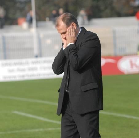 Trener GKP Czesław Jakołcewicz ma o czym rozmyślać. W sobotę jego podopieczni przegrali trzeci mecz z rzędu.