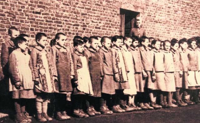 Apel w obozie dziewczęcym