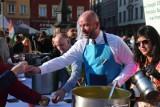Święto Diwali we Wrocławiu. Jacek Sutryk rozdawał darmowe indyjskie jedzenie