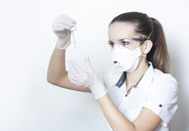 Od początku trwania epidemii do wtorku 17 listopada w samym Gorzowie wykryto 2680 przypadków koronawirusa. We wtorek Ministerstwo Zdrowia poinformowało o kolejnych 40 przypadkach.
