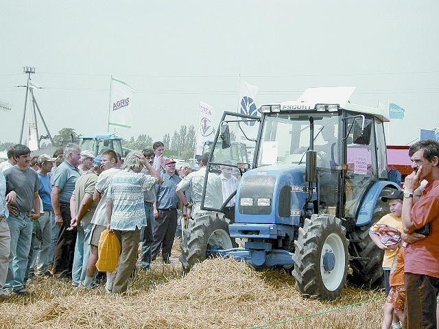 Chętnych do oglądania maszyn i sprzętu rolniczego było wielu, do kupna - już dużo mniej.