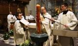 Wielkanoc 2021. Wigilia Paschalna w bazylice mniejszej na Świętym Krzyżu [ZDJĘCIA]