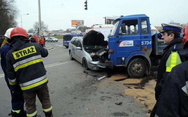 Zderzenie stara z fordem6 osób rannych zostalo w wypadku na skrzyzowaniu ulic Staszica i Ofiar Oświecimia.