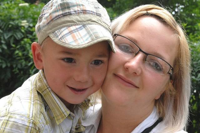 - Mój synek musi jak najszybciej być operowany, bo jego serduszko coraz słabiej pracuje – mówi pani Jolanta, mama Kacperka.