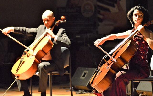 Monika i Wojciech Grabowscy prowadzą Szkołę Muzyczną Yamaha w Zielonej Górze od 2004 roku. W sobotę, 21 marca dadzą koncert online jako zespół Made by Cellos