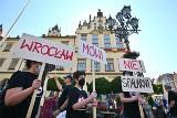 Protest przeciwników spalarni pod ratuszem. Co na to Jacek Sutryk?