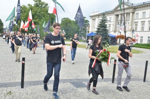 Sobotni marsz narodowców. Niektóre z osób uczestniczących w manifestacji, a potem w bójce usłyszały już zarzuty.