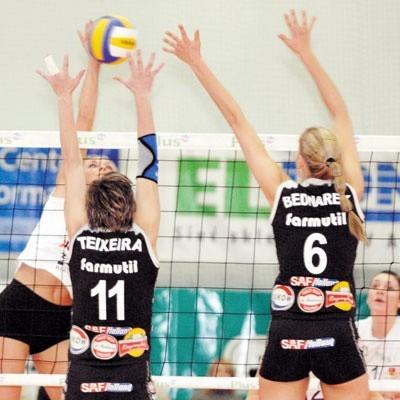 Niedawnych wspomnień czar. Michela Teixeira i Agnieszka Bednarek nie zablokowały Katarzyny Walawender. 16 lutego 2008 roku białostoczanki wygrały z Farmutilem 3:1, odbijając się w poprzednim sezonie od dna.