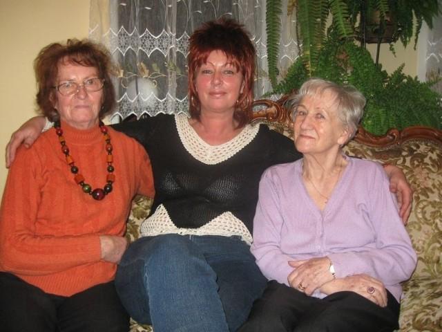 Danuta Sobieraj ze swoimi podopiecznymi Marią i Anną.