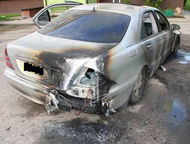 Mercedes klasy S został podpalony