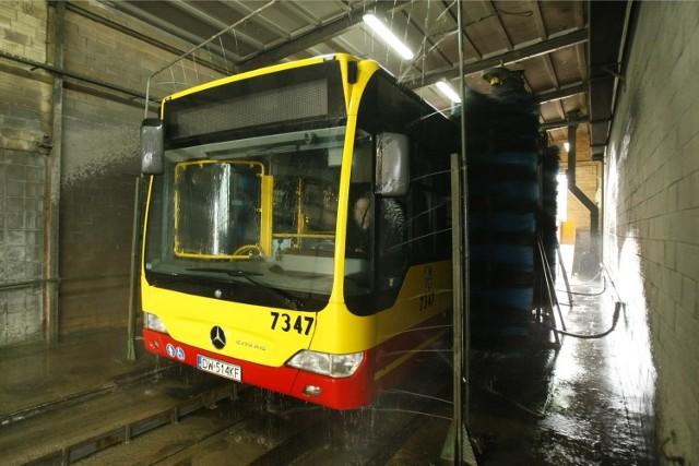 Części obecnych autobusów MPK nie wystarczy już zwykłe mycie, są w takim stanie, że konieczna jest ich wymiana na nowe