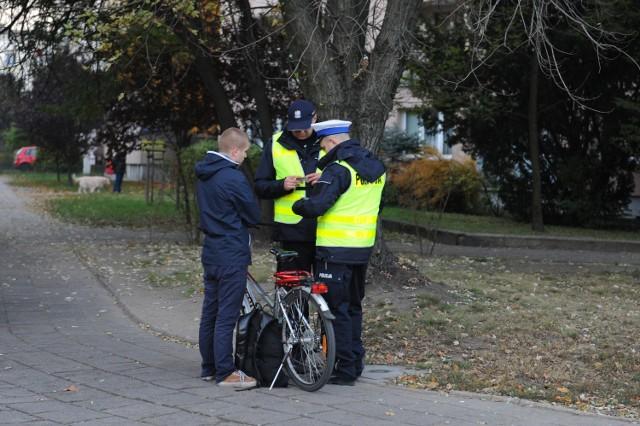 Policjanci łapią pieszych i rowerzystów, bo muszą wyrobić normy mandatów?